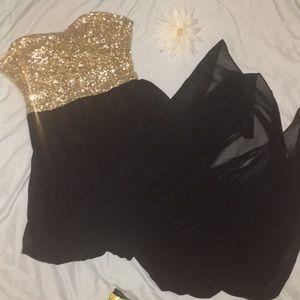 B. Darlin Long Gold Sequin And Black Elegant Dress